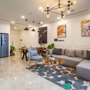 Cho thuê căn hộ dịch vụ Vinhomes Golden River 2 phòng ngủ