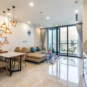 Cho thuê căn hộ dịch vụ Vinhomes Golden River 2 phòng ngủ nội thất cao cấp