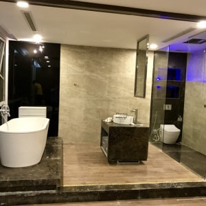 Cho thuê căn hộ dịch vụ diện tích 150m2 - 2 phòng ngủ cao cấp
